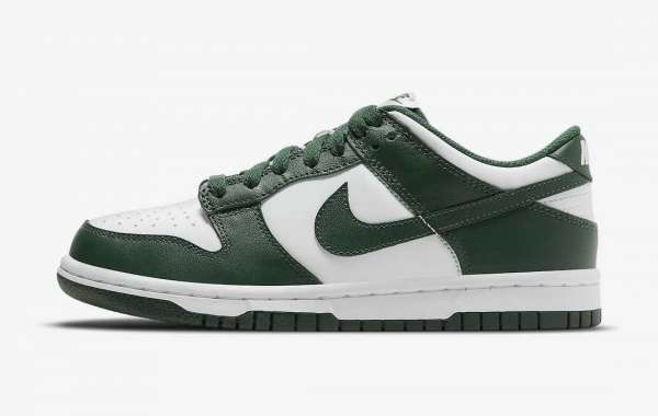 """The Nike Dunk Low """"Team Green"""" DD1391-101 shoes are really cheap!"""